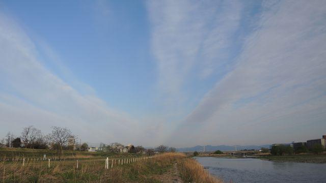 多摩川と雲
