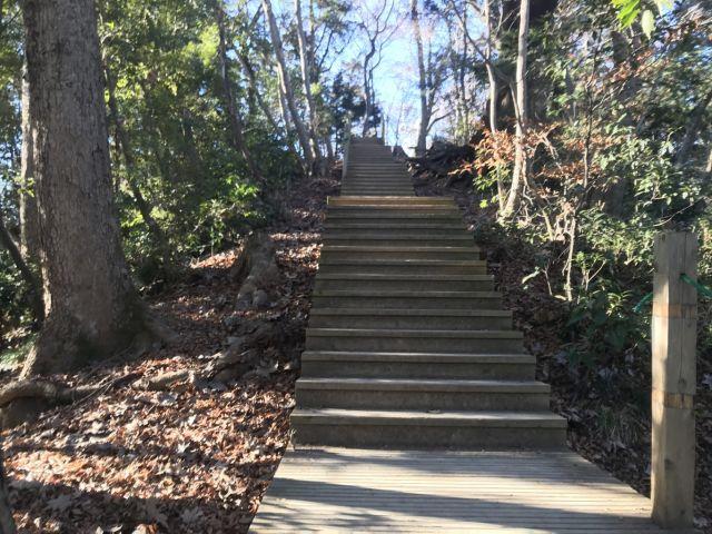 高尾給水所まで階段