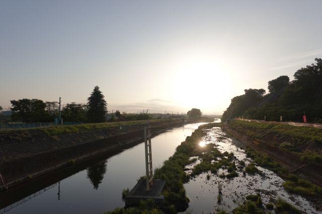 報恩橋からの日の出
