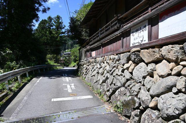 養沢川沿いを歩く